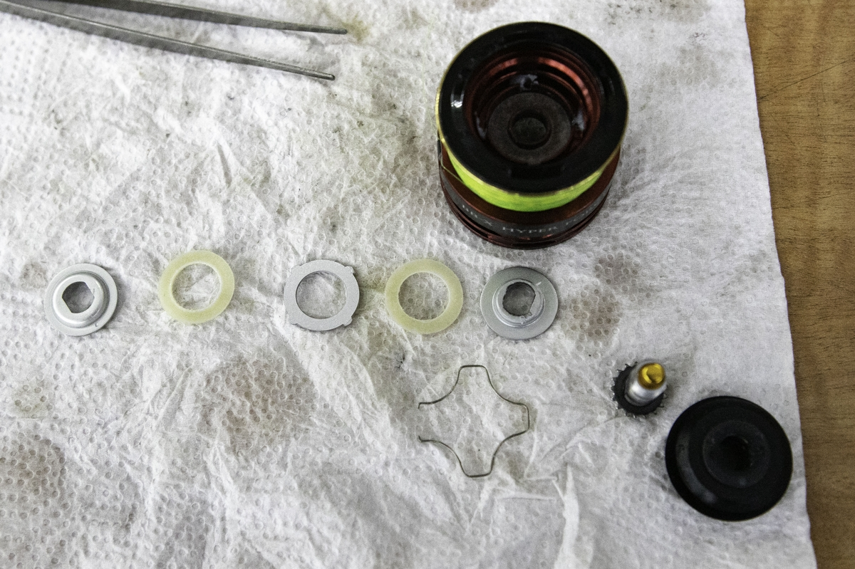 各ワッシャーをきれいに洗浄してから、ドラグ用グリスをたっぷり塗って元に戻せばOK
