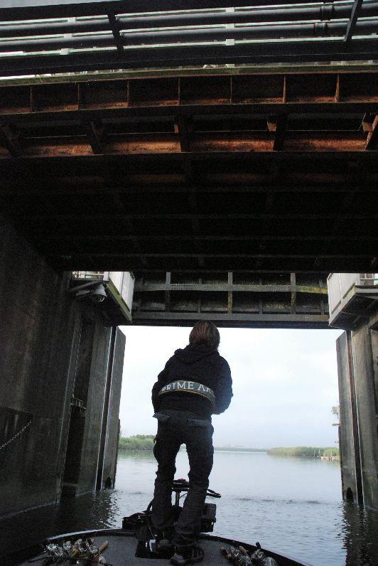 田辺哲男のスピナーベイト道場:常陸利根川から閘門をくぐり利根川へ