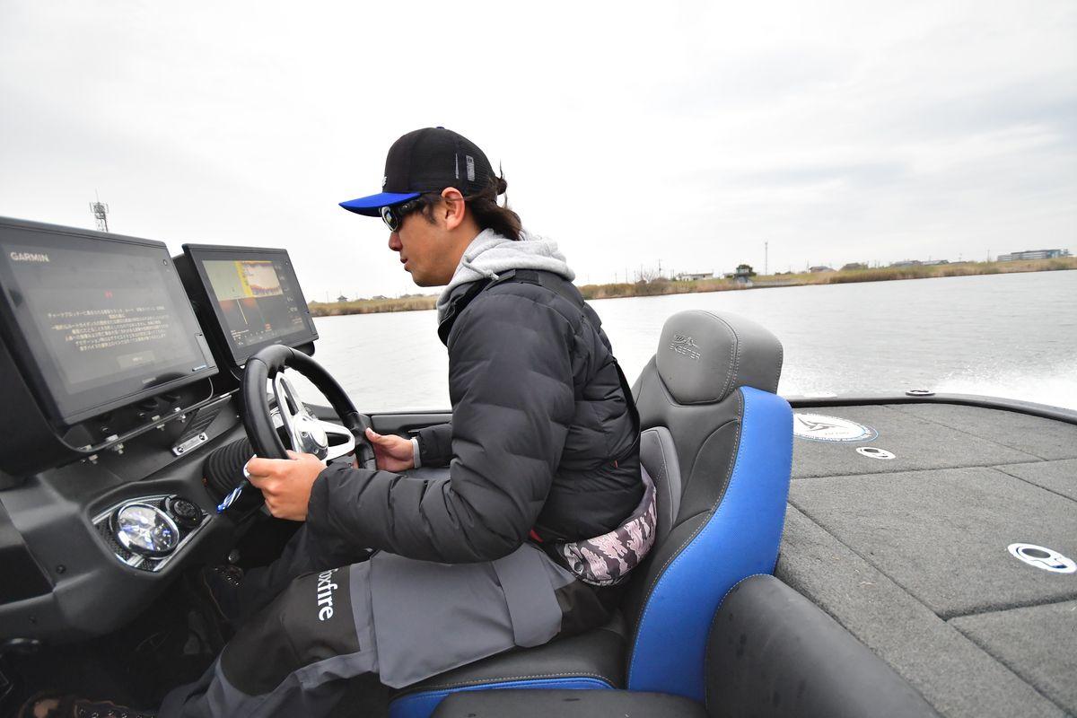 青木大介さんの「GORE-TEX ハイドロマスタービブ」インプレッション:バスボートドライブ