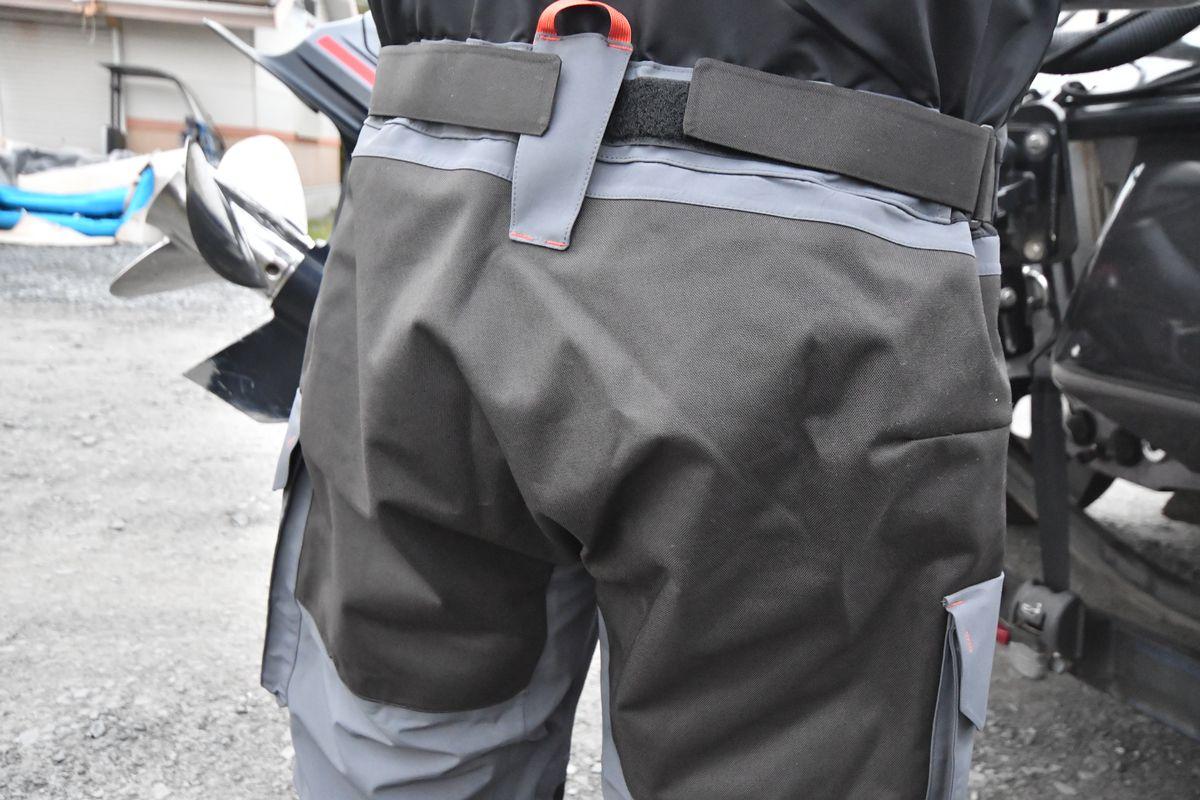 青木大介さんの「GORE-TEX ハイドロマスタービブ」インプレッション:尻部の縫い目がなく座ったときも浸水ゼロ